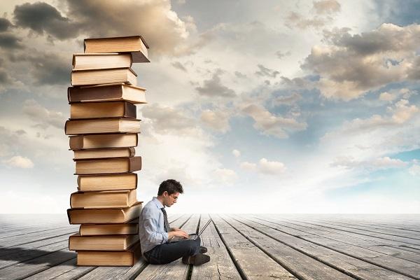 boek uitgeven acht manieren (AdobeStock)
